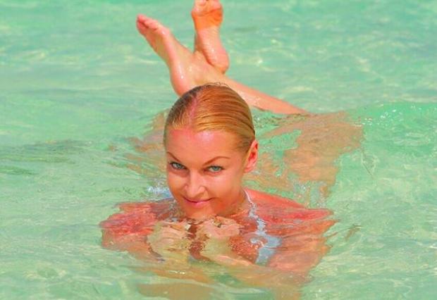 """Волочкова осквернила мальдивский песок фирменным шпагатом: """"Я вам скучать не дам"""""""