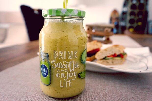 Полноценный завтрак в одном стакане - как быстро приготовить полезнейший смузи