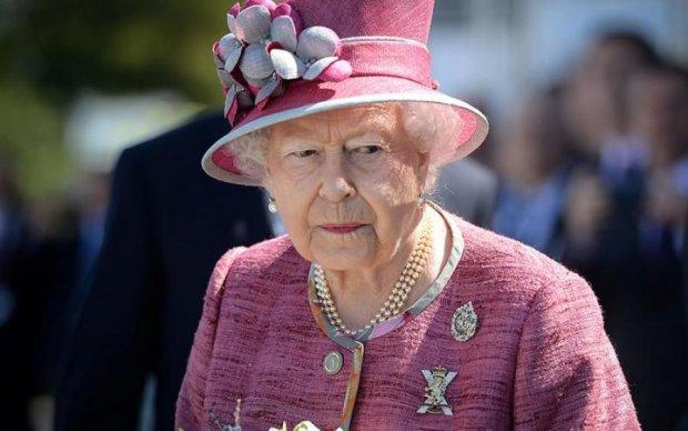 Королевская семья перессорилась с Меган Маркл. Причина вас удивит