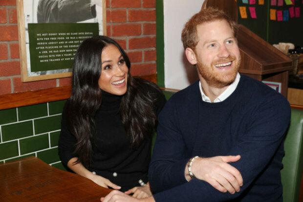 """Меган Маркл и принц Гарри притащили четырехмесячного сына в паб: британцы в бешенстве, """"не по королевски"""""""