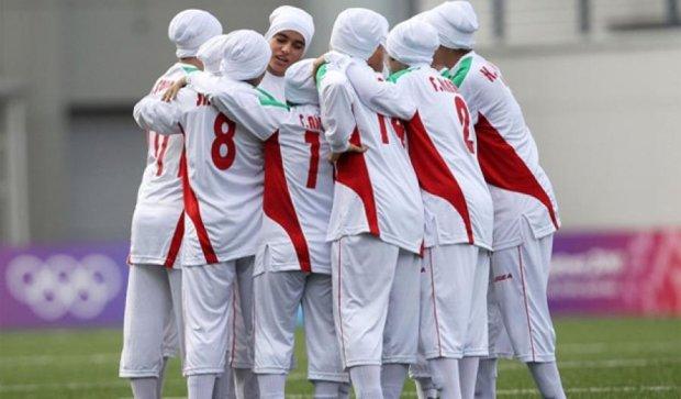 Вісім гравців жіночої збірної Ірану з футболу виявилися чоловіками