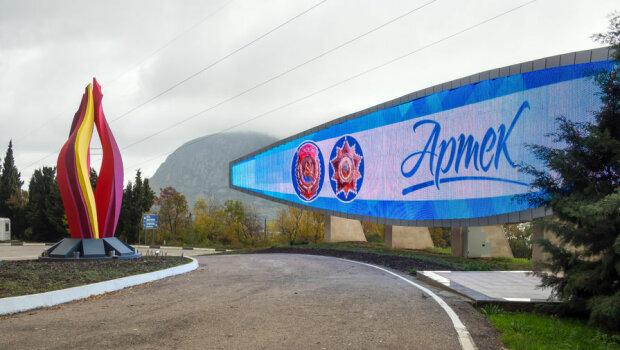 """У кримському """"Артеку"""" хлопчик помер від важкої хвороби: співробітники табору потрапили під підозру"""