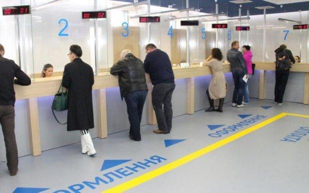 Украинцам запретили оформлять паспорта старого образца