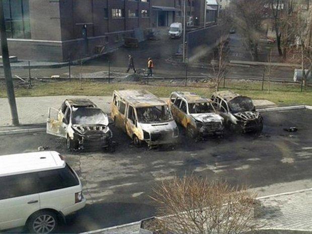 У Харкові спалили 4  машини (фото)