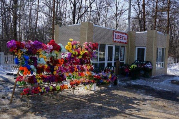 Церква закликала відмовитися від штучних квітів