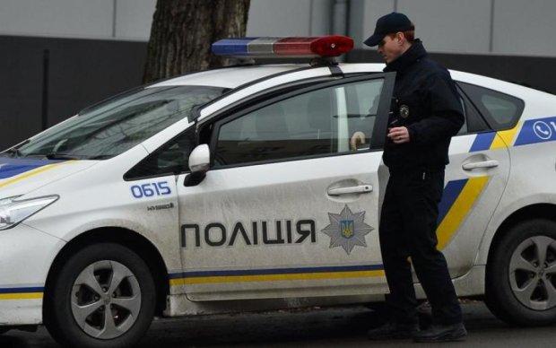 Повсюду дым и битое стекло: жуткий погром ЛГБТ в Харькове попал на видео