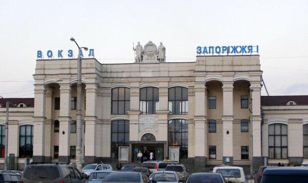 Народила й змила в унітаз: жахлива трагедія на вокзалі вразила Запоріжжя