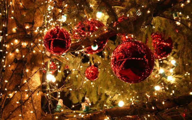 Как украсить елку: красные шары