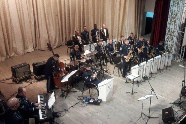 оркестр ВВС США, гастроли в Украине