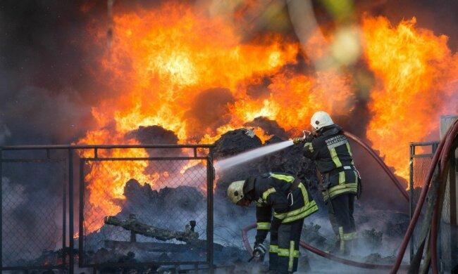 """""""Це підпал"""": в Івано-Франківську горів багатоквартирний будинок, мешканці вибігали, в чому стояли"""