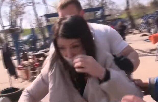 Напад на журналістку Аллу Жізневську, скрін з відео