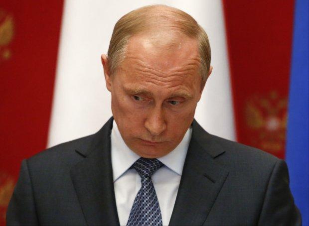 Путин раздает бумажное оружие против Украины: повторяется венгенский сценарий