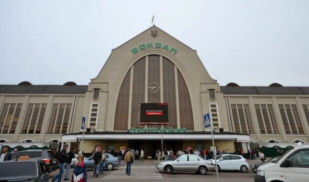 """Лови хвилю: на київському вокзалі запустять """"халявний"""" Wi-Fi"""