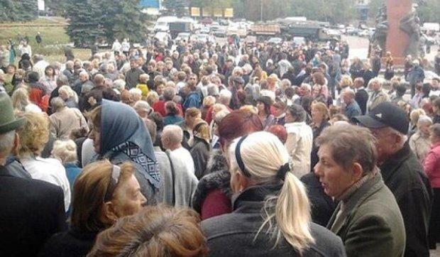 Менше третини жителів окупованих територій підтримують «ДНР»