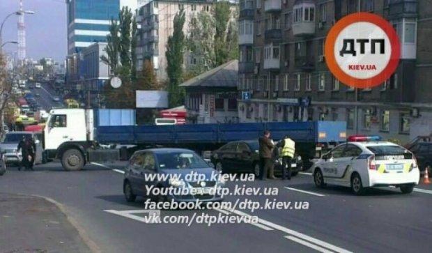 Вантажівка паралізувала правий берег Києва