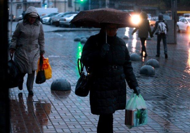 Погода 12 лютого не дозволить українцям розслабитися: дощ, мокрий сніг та сильний вітер