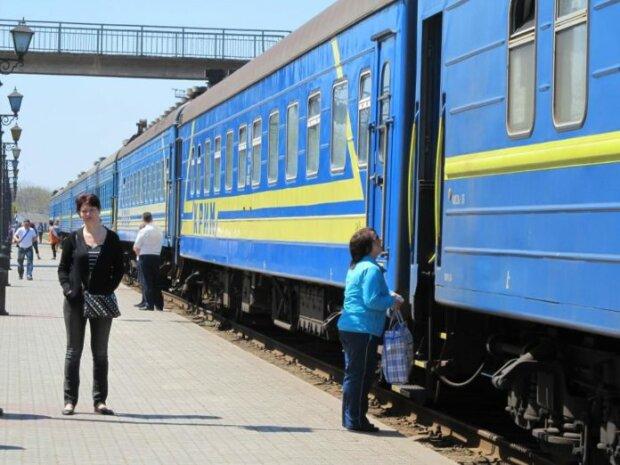 Банда кавказців атакувала пасажирів у потязі, до Одеси приїхали голими: Укрзалізниця умила руки