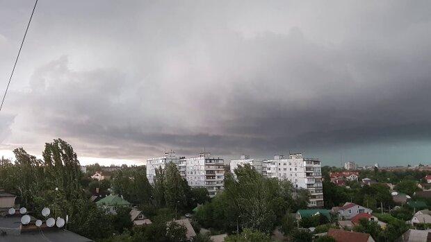Чорні хмари нависли над Запоріжжям: синоптики спантеличили прогнозом на 21 жовтня