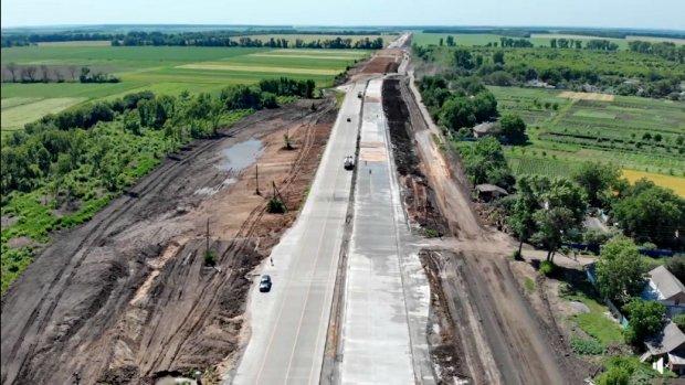 На Полтавщині будують першу в Україні бетонну дорогу