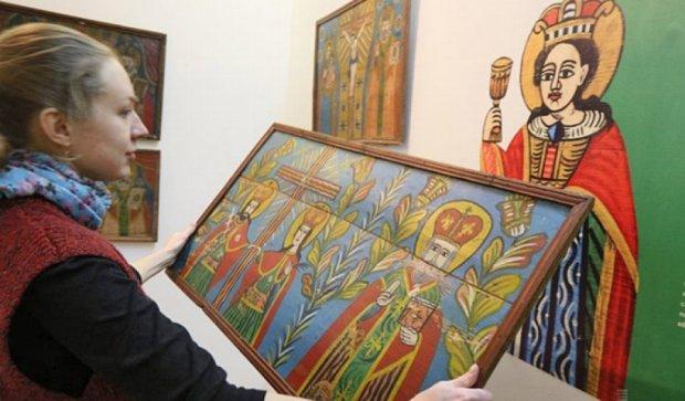 Львовские иконы начали улыбаться (фото)