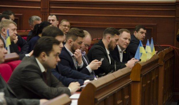 Киевским избранникам ограничили права на депутатские запросы