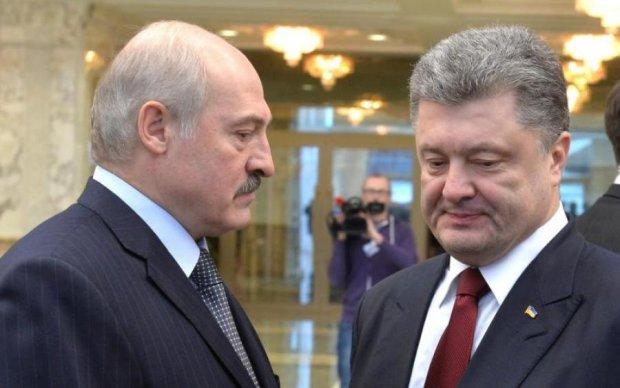 Встречу Лукашенко с Порошенко прервала женская грудь
