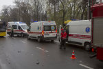 """У ДТП під Києвом розбилася маршрутка: """"швидкі"""" розвозять постраждалих, подробиці"""