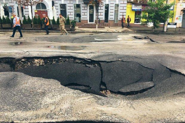 Виноградарь ушел под землю: коммунальное днище Кличко показали одним фото
