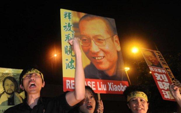 """Китайцы """"уважили"""" умирающего нобелевского лауреата"""