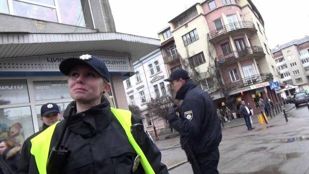 В Киеве исчезла юная Мальвина с синими волосами и пирсингом: приметы и фото