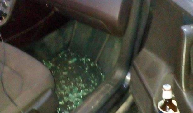 Взорвали машину и стреляли в окна известной столичной правозащитницы (фото)