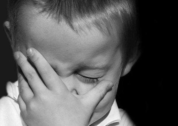 Необычные глаза маленького мальчика заворожили сети, люди не могут поверить в их реальность