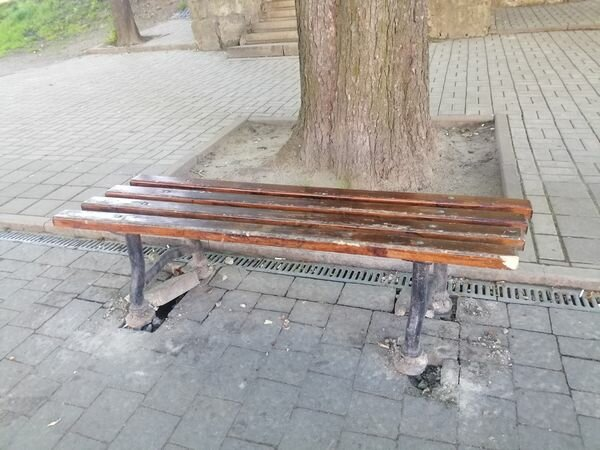 У Львові крадуть лавки, скріншот