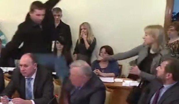 Парасюк ударил ногой в голову представителя СБУ Писного (видео)