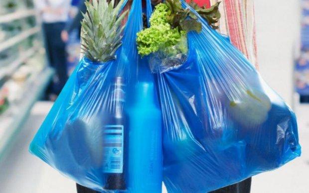 Пример супермаркетам: как поступают с главной угрозой экологии в мире