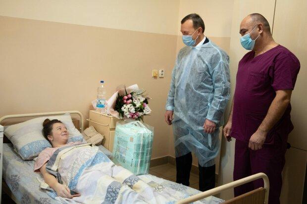 """Счастливая закарпатка стала мамой четырех ангелочков, врачи вне себя от радости: """"Начали дышать!"""""""