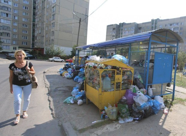 Львів'ян змушують одягти протигази: місто задихається від пекельного смороду