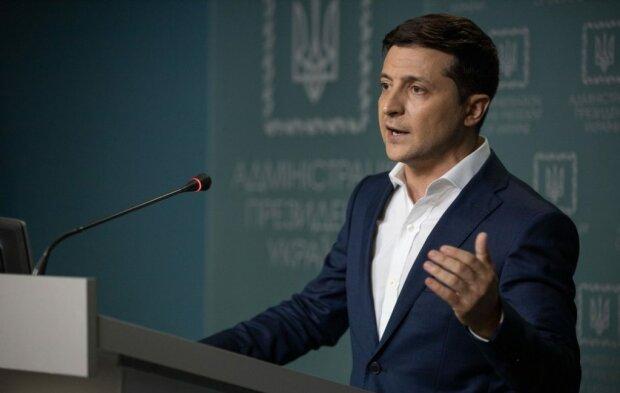 Зеленський мчить до Львова з портфелем для губернатора, хто сяде в крісло зі скандалом звільненого Мальського