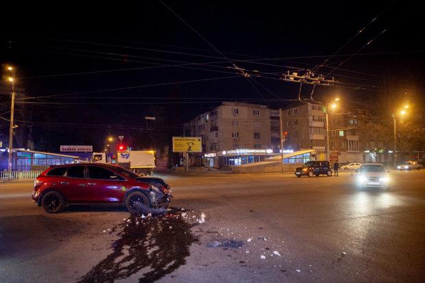 В Днипре пьяный гонщик влетел в патруль, есть пострадавшие: видео ДТП от первого лица
