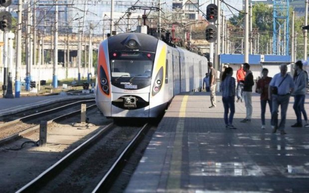 Куда и когда: Укрзализныця запустит дополнительные поезда