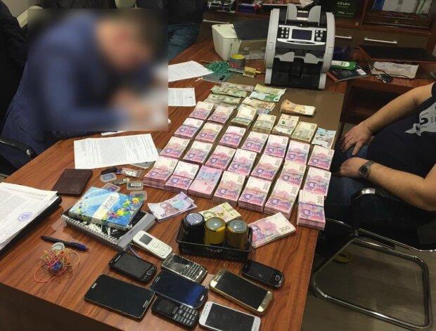 Вилучення грошей, фото Zik.ua