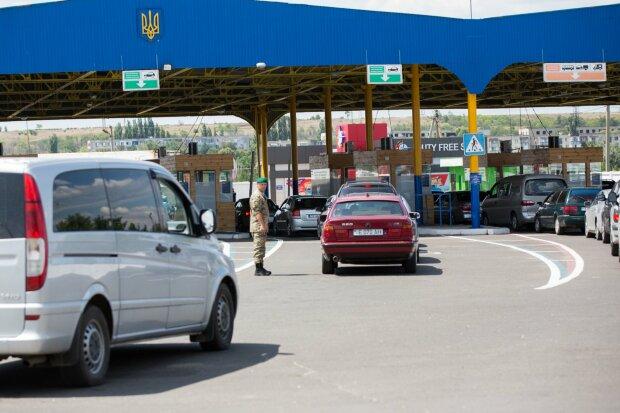 Шукали через Інтерпол: крадену машину засікли під Вінницею