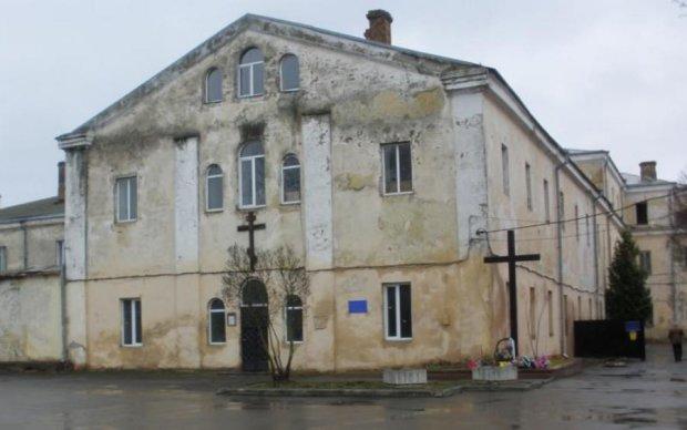Громада в шоці: луцькі монахи вирішили заробити на колишній в'язниці