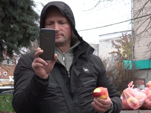 Торговец яблоками, фото: горсовет Кропивницкого