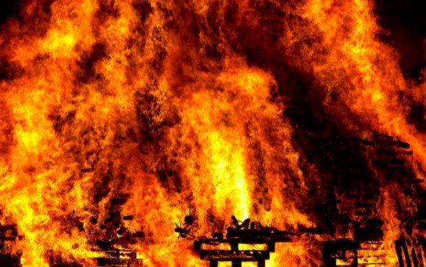 Токсична пожежа знищує російське місто: моторошне відео