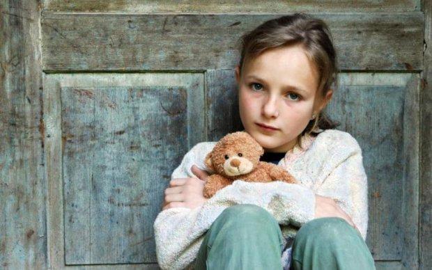 Реакція маленької сироти на усиновлення зворушила світ: відео
