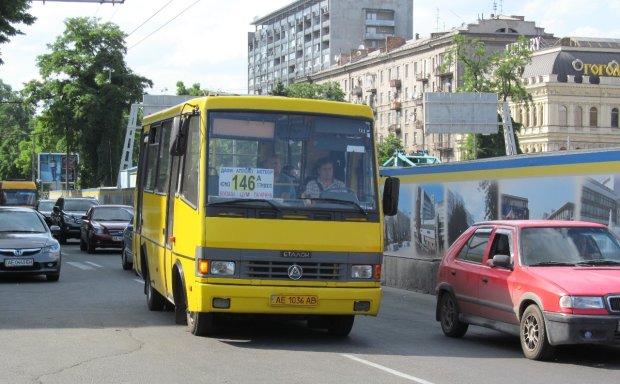 Водій маршрутки закинувся колесами і з вітерцем прокатав жителів Кривого Рогу: фото