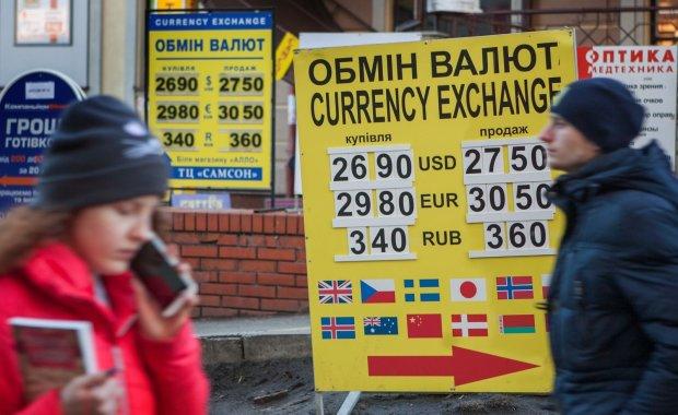 Курс валют на 7 листопада: гривня провчить долар