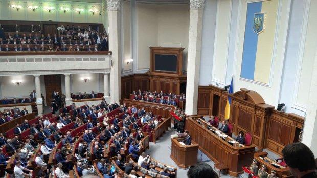 Юрий Атаманюк подсчитал, сколько новых налогов ввел Порошенко: хуже грабежа средь бела дня