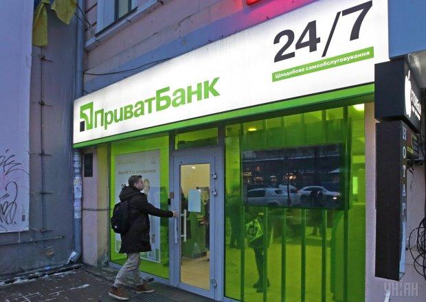 ПриватБанк снова угодил в скандал: комиссия на всем